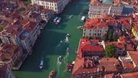 Vogelperspektive von Venedig und von seinem Canal Grande stock video footage