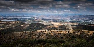 Vogelperspektive von Ventura County, von Thousand Oaks, von Simi Valley und von Oak Park von Simi Peak Stockfoto