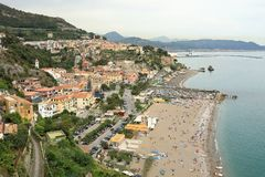 Vogelperspektive von Vietri-sul Mare Town, Amalfi-Küste, Italien lizenzfreies stockbild