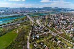 Vogelperspektive von Wien; Donau-Turm Stockbild