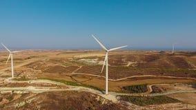 Vogelperspektive von Windparks auf Hügeln Lizenzfreie Stockfotografie