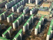 Vogelperspektive von Wohngebäudereihen Stockfotos