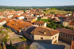 Vogelperspektive von Wohnvierteln im spanischen Dorf Hacina Stockfoto