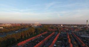 Vogelperspektive von zwinjdrecht Stadt, Herbstsaison, Sonnenuntergang stock video