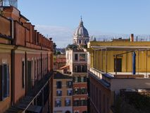Vogelperspektive zu den alten Gebäuden und zu den schmalen Straßen in Rom, Italien Stockfotografie