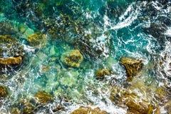 Vogelperspektive zu den Meereswogen, Wasserhintergrund stockfotos