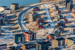 Vogelperspektive zu den Straßen und zu den Gebäuden von Nuuk Stockbild