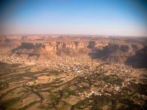 Vogelperspektive zu Shibam-Stadt und zum Wadi Hadhramaut, der Jemen Stockfoto
