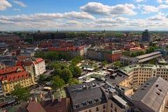 Vogelperspektive zum alten Viktualienmarkt ist ein täglicher Lebensmittelmarkt und ein Quadrat in der Mitte von München lizenzfreies stockfoto