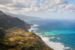 Vogelperspektive zur Stadt an der Küste von Madeira, Portugal Stockfotografie
