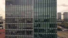 Vogelperspektiveglasgebäude Glasfenster-Wolkenkratzergebäude lizenzfreies stockbild
