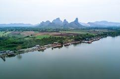 Vogelperspektivelandschaft des Reservoirs in Lop Buri, Thailand Lizenzfreie Stockfotografie