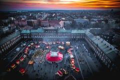 Vogelperspektivepanorama Szeged Advent Christmas Market bei Sonnenuntergang Lizenzfreie Stockfotografie