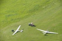 Vogelperspektivesegelflugzeuge auf Flughafen stockfoto