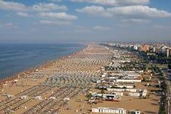 Vogelperspektivesommer Strand-Riminis Italien lizenzfreie stockfotos