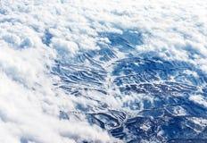 Vogelschau auf schneebedeckten Bergen Stockfotografie