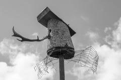 Vogelshuis tegen de hemel Stock Afbeelding