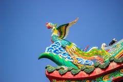 Vogelstandbeeld in het Coner Dak Royalty-vrije Stock Afbeeldingen