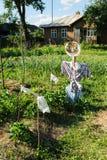 Vogelverschrikker op de tuin Stock Foto's