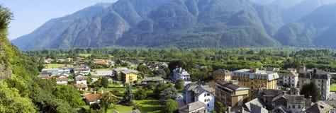 Vogogna (valle di Ossola, Piemonte): vecchio panorama del villaggio Immagine di colore Fotografia Stock Libera da Diritti
