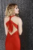 Vogue-Art. Eleganz. Mode-Frau im roten Abschlussball-Kleid. Hintere Ansicht Stockfotos