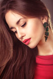 Vogue-Porträt der schönen Frisur der jungen Frau stockfoto