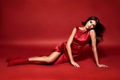 Vogue-stijlportret van een sensuele donkerbruine dame Stock Afbeelding