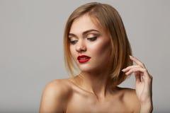 Vogue-stijlportret van mooie gevoelige vrouw! Royalty-vrije Stock Afbeelding