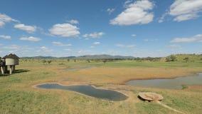 Voi, Kenia, circa im Juni 2018 - bunte Landschaft am bequemen Häuschen stock video footage