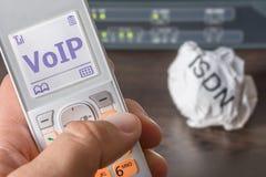 Voice over IP als nieuwe norm van telecommunicatie in het bureau stock foto's