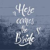 Voici venir la jeune mariée Handlettering image libre de droits