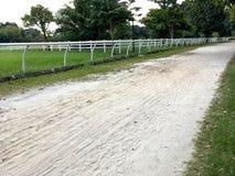 Voie d'équitation avec les traînées blanches Image libre de droits