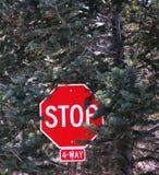 voie d'arrêt de 4 signes Photographie stock libre de droits