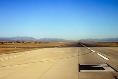 Voie d'atterrissage dans l'aéroport Photographie stock