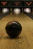 Voie de bowling - bille dans le mouvement 2 photographie stock