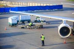 Voie de chargement de bagage à l'aéroport de Domodedovo à Moscou Image stock