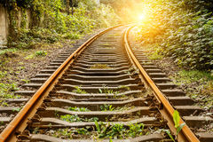Voie de chemin de fer industrielle pendant la journée image stock