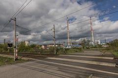 Voie de chemin de fer près jour ensoleillé de station de Kostov de beau au printemps Images libres de droits