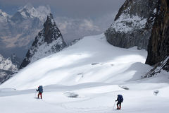 voie de crevasses de grimpeurs Images libres de droits