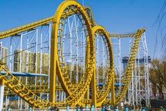 Voie de jaune de parc d'attractions Photo libre de droits