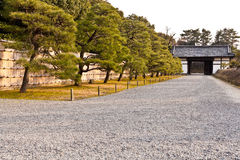 Voie de palais de Honmaru, château de Nijo Photos stock