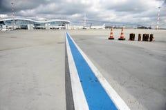 Voie de piste d'aéroport Photographie stock libre de droits