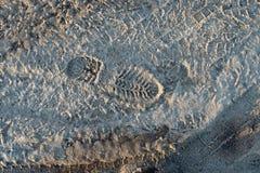 Voie de roue sur la boue photo libre de droits