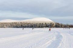 Voie de ski de fond dans le paysage de montagne Image stock