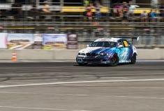 Voie de tour surmontée par BMW de marque de voiture de dérive Photo libre de droits