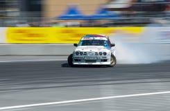 Voie de tour surmontée par BMW de marque de voiture de dérive Image stock