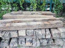 Voie en bois de chemin de fer d'Abadoned Photos stock