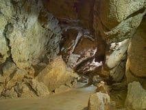 Voie en pierre dans la caverne Image stock