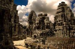 Voie en pierre par le temple antique Images libres de droits