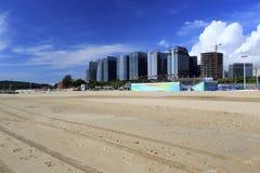 Voie en rut sur la plage de sable du centre guanyinshan d'affaires Photographie stock